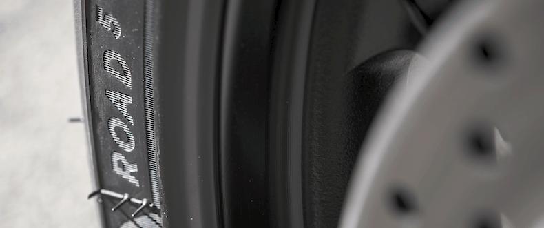 Jak dobrać ciśnienie w oponach motocykla?