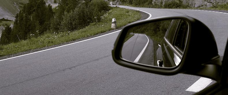 Samochody kontra motocykle - jak zakopać wojenny topór na drodze?